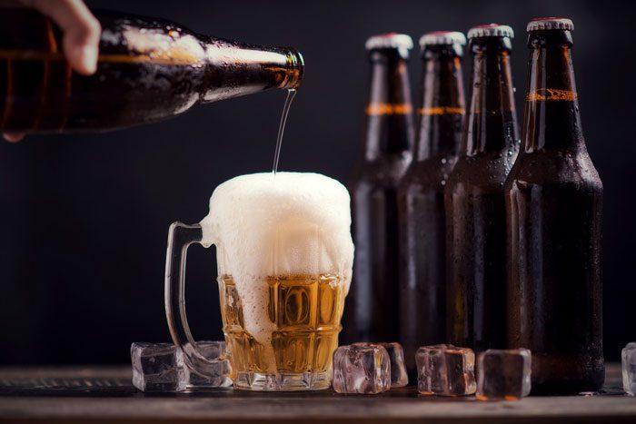 Sau khi nâng ngực nên kiêng uống rượu bia khoảng 1 tháng