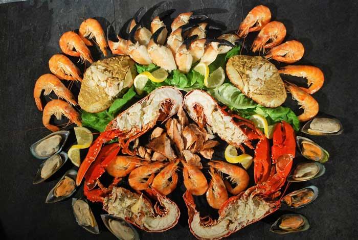 Không nên ăn hải sản khi vừa mới nâng ngực xong
