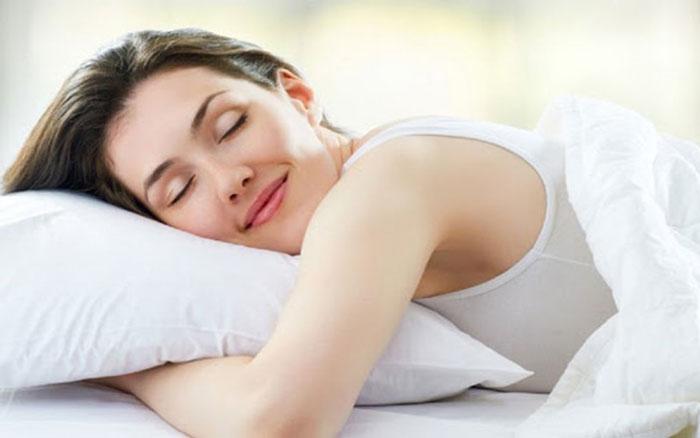Sau khi nâng mũi không nên nằm nghiêng khi ngủ