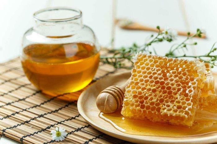 Cách trị mụn trứng cá bằng trứng gà và mật ong